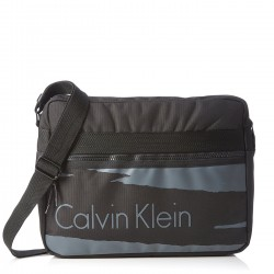 CALVIN KLEIN Messenger in tessuto plasticato NERO